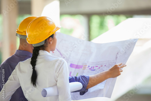Fotografía  Arquitecto encargado de la construcción