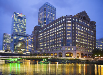 Fototapeta Londyn Canary Wharf at dusk, Famous skyscrapers of London's financial d