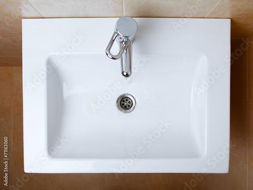 Fotografía  wash sink in a bathroom