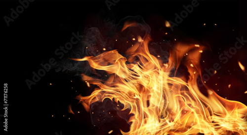 Papiers peints Feu, Flamme Fire flames on black background