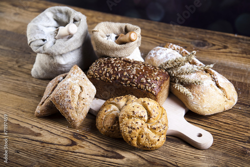Staande foto Zuivelproducten Breads in basket