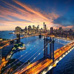 Panel Szklany Do salonu New York City - sunset over manhattan and brooklyn bridge