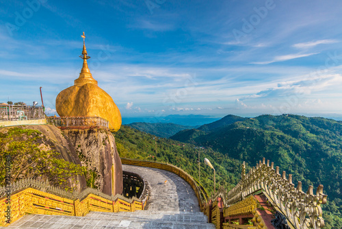 Photo  Kyaikhtiyo pagoda or Golden rock in Myanmar