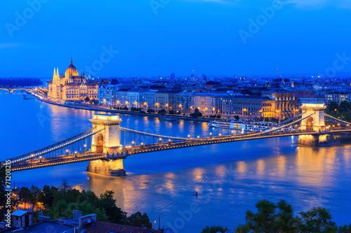fototapeta na ścianę Chain Bridge i parlamentu w Budapeszcie na Węgrzech