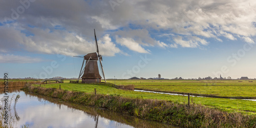 Fotografija Wooden wind mill in a Dutch polder