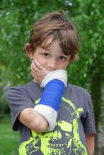 Junge Mit Unterarmfraktur