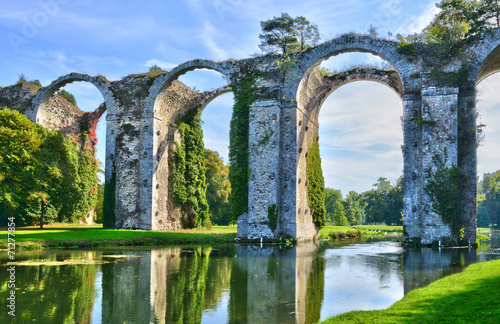 Slika na platnu France, the picturesque aqueduct of Maintenon