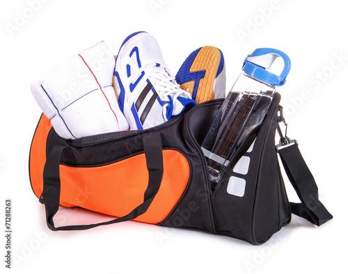 Fotografie, Obraz  Sporttasche mit Handtuch, Turnschuhen, Trinkflasche