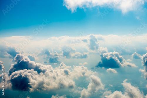 niebieskie-chmury-i-niebo