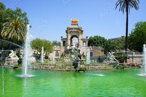Papiers peints Barcelona Waterfall and fountain of Parc de la Ciutadella, Barcelona
