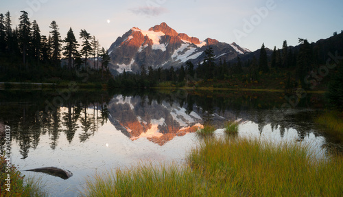 Photo Stands Reflection Mount Mt. Shuskan High Peak Picture Lake North Cascades