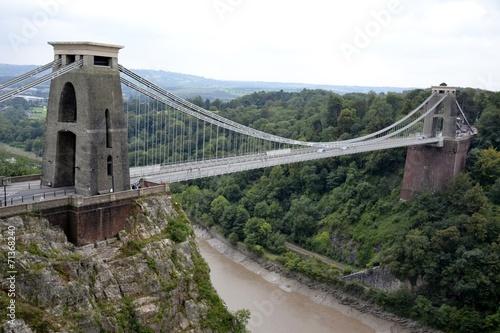 clifton-zawieszenie-most-i-chmurny-niebo