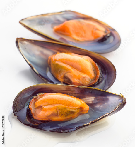 Papiers peints Coquillage raw shelled mussels