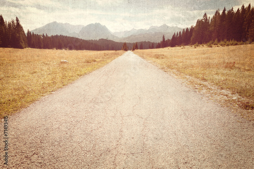 Staande foto Retro Road towards the mountains - Vintage image