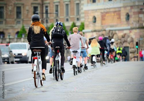 Foto op Aluminium Fietsen Bicyclists on their way home