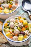 Zupa warzywna z klopsikami mięsnymi