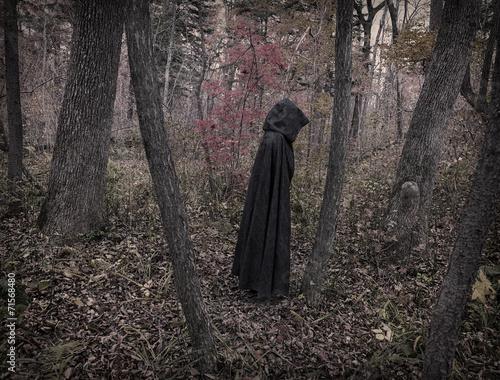 Fotografía  Scary figure in black mantle, desaturated 2