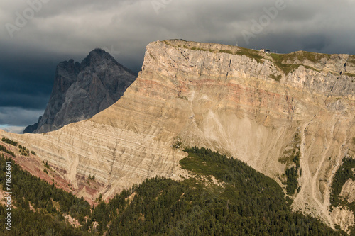 Photo  eroded rock face in Dolomites