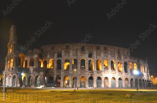 Fotografia, Obraz  Majestatyczne Coloseum w Rzymie nocą, Włochy