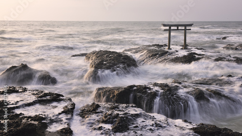 Fototapeta Brama Torii nad morzem