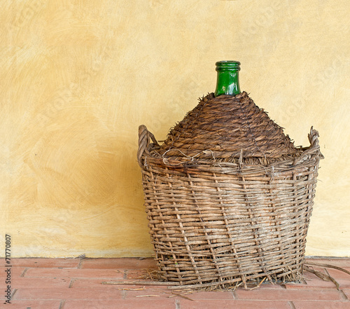 Papel de parede Old demijohn aka carboy for wine, wicker straw wrap, by house.