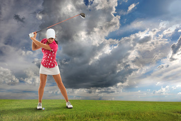 FototapetaYoung Woman Playing Golf