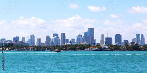 Spoed Fotobehang Centraal-Amerika Landen View on Miami city skyline from Miami Beach waterfront.