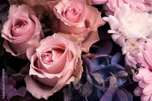 jasnorozowe-roze-w-bukieta-zblizeniu-od-above