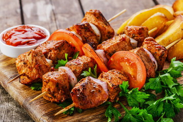 Fototapetameat skewers with potatoes on the board