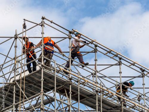 Bauarbeiter auf einem Gerüst Fototapeta