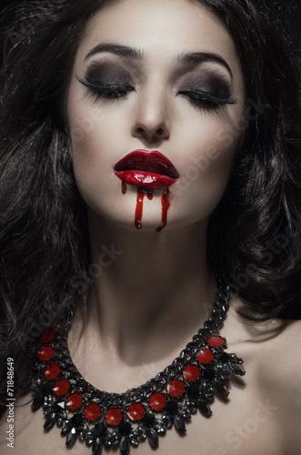 Photo  Portrait of a pale gothic vampire woman