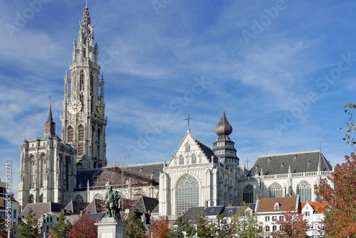 In de dag Antwerpen Liebfrauenkathedrale in Antwerpen im Herbst