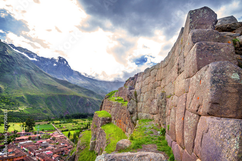 Obraz na płótnie Ollantaytambo, old Inca fortress in the Sacred Valley in the And