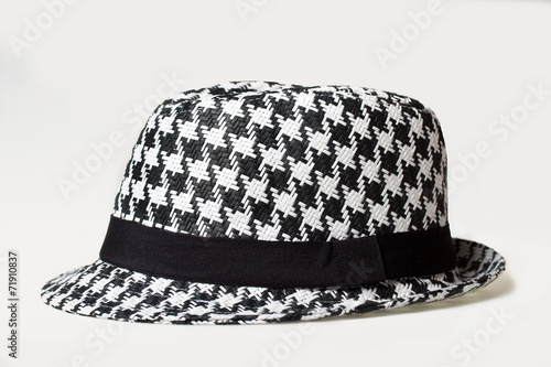 Photo  Hat with a houndstooth pattern on a white background