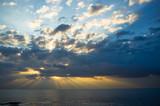 Wschód słońca przesłonięty chmurami