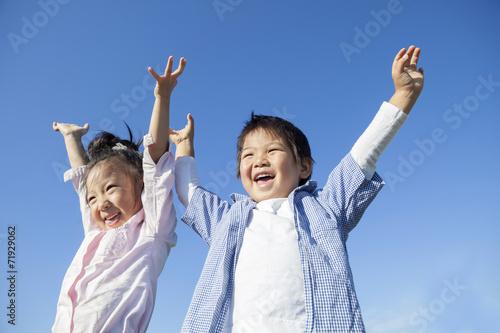 青空と笑顔の子供達 Canvas Print