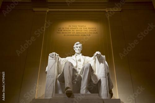 Foto  Abraham Lincoln memorial statue illuminated, Washington
