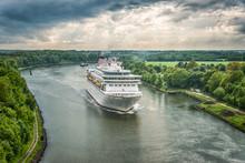 Passagierschiff Auf Dem Nordostseekanal