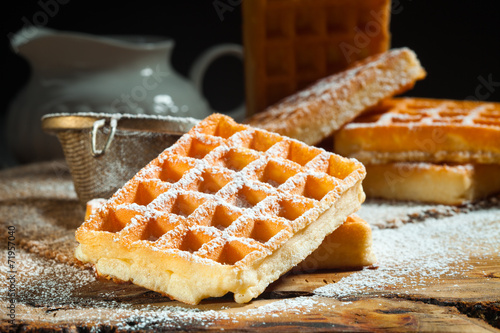 Fotografía  waffles with powdered sugar
