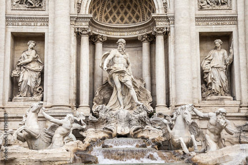 Papiers peints Rome Rome, Italy. The fountain of Trevi - one of symbols of Rome
