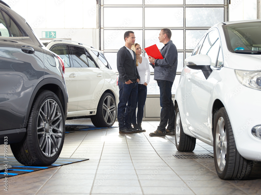Fototapeta Car dealer sales conversation