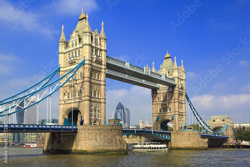 In de dag Londen Famous London Tower Bridge over the River Thames on a sunny day