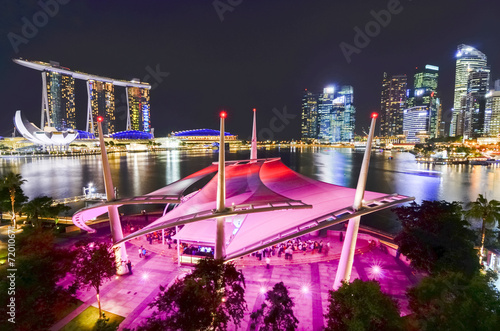 Spoed Foto op Canvas Singapore Cityscape of Singapore night in twilight time : Marina Bay view