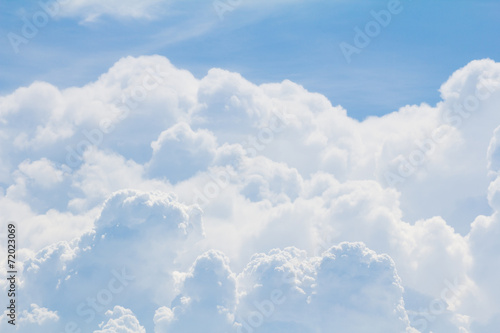 blekitne-niebo-i-czysta-chmura