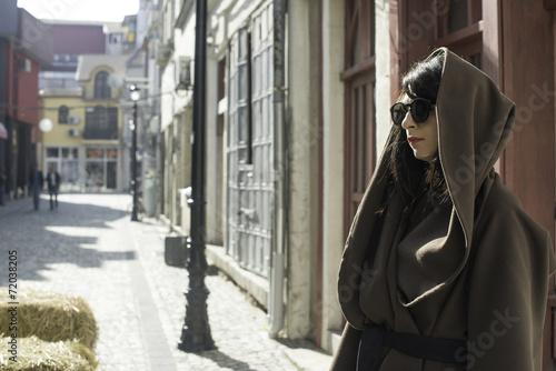 Fotografie, Obraz Dívka v hnědé bundě vlny