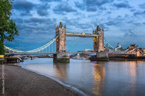 In de dag Bangkok Thames River and Tower Bridge at the Evening, London, United Kin