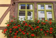 Fachwerkhaus Mit Blumenkasten In Tübingen,Deutschland