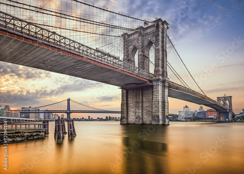 Tuinposter Brooklyn Bridge Brooklyn Bridge over the East River in New York City