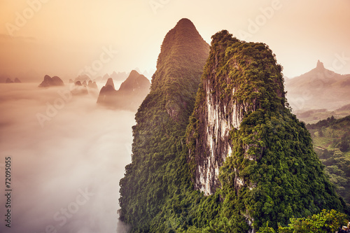 Foto op Plexiglas Diepbruine Karst Mountains of Xingping, China