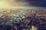 Londyn i Tower Bridge z lotu ptaka